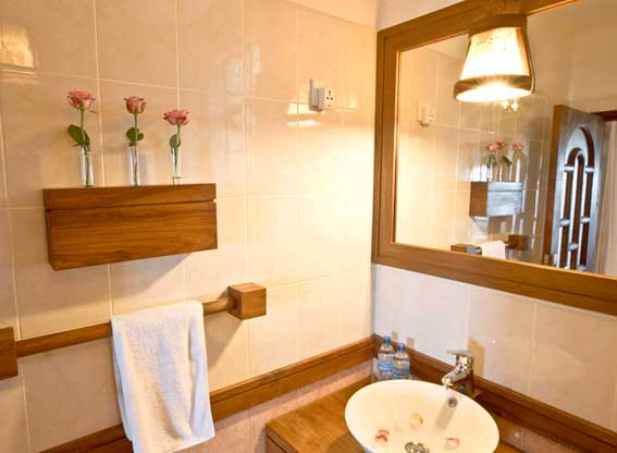 country-inn-bathroom