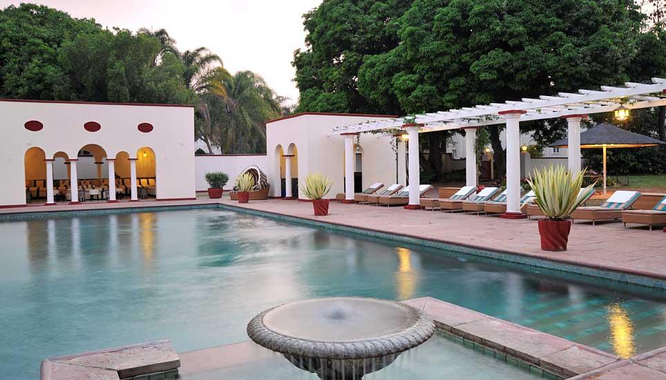 Victoria-fall-hotel pool
