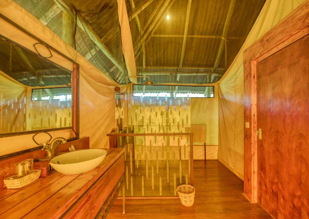 Mbali Mabli Tarangire River Camp bathroom