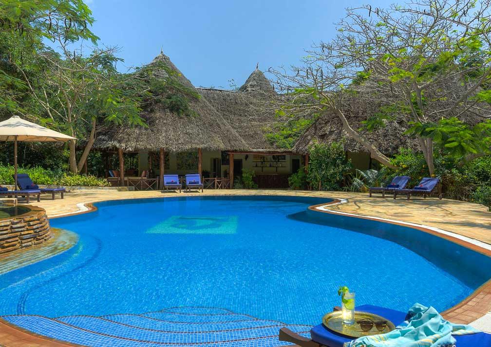 Garden room pool