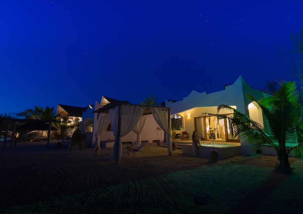 Konokono exterior nighttime