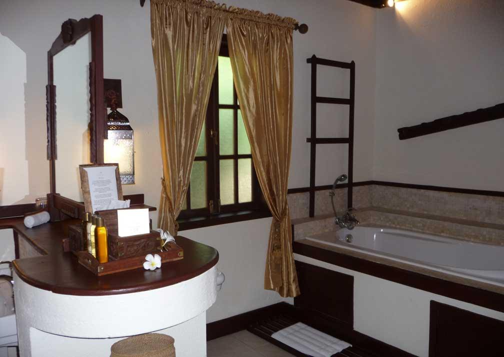 The Palms Bathroom